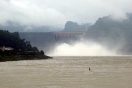 Công điện yêu cầu đóng 1 cửa xả đáy hồ Thủy điện Hòa Bình