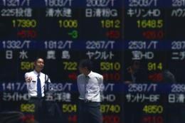 """Chứng khoán châu Á """"phấn chấn"""" trước sự khởi sắc của kinh tế Trung Quốc"""