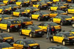 Tây Ban Nha: Giới taxi truyền thống tạm ngừng đình công phản đối Uber