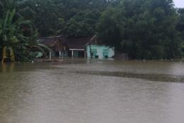 Gần 600 hộ dân của xã Tân Phúc tạm thời bị cô lập do nước lũ