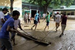 Nghệ An: Nước rút, nhiều nơi tại Kỳ Sơn bùn đất loãng dày đến 0,5m