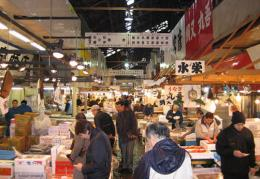 Chợ cá lớn nhất thế giới Tsukiji sẽ ngừng đón khách tham quan