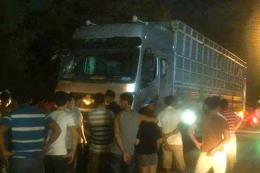 Xe tải đâm vào nhóm trợ giúp người bị tai nạn, 6 người thương vong