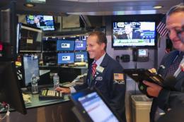Chứng khoán Mỹ tăng điểm bất chấp căng thẳng thương mại