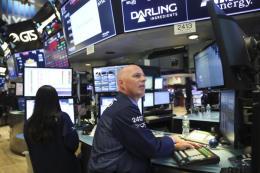 """Thị trường chứng khoán thế giới """"bỏ qua"""" nỗi lo về cuộc chiến thương mại"""