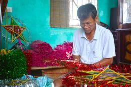 Làng nghề truyền thống làm đèn ông sao nhộn nhịp vào mùa