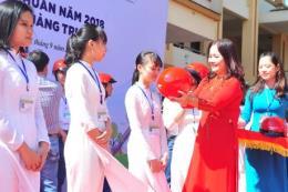 Honda Việt Nam tặng gần 10.000 mũ bảo hiểm cho học sinh
