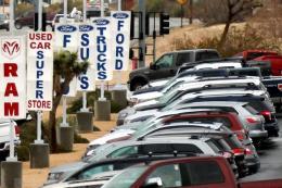 Doanh số bán xe tại Mỹ giảm mạnh