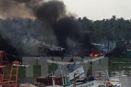 Tàu cá bất ngờ bốc cháy dữ dội, thiệt hại lên tới 13 tỷ đồng