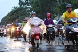 Đêm 12/10, các tỉnh từ Quảng Trị đến Quảng Ngãi có mưa dông, nguy cơ lốc
