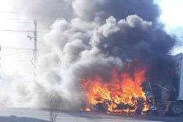 Xe container bất ngờ bốc cháy ngay tại cây xăng
