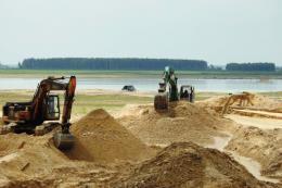 Thành phố Hồ Chí Minh ngăn chặn khai thác cát trái phép và buôn lậu qua biên giới