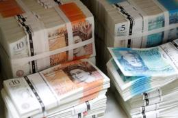 Quan chức chủ chốt trong Chính phủ Anh xin từ chức, đồng bảng Anh lao dốc