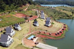 Di chuyển loạt nhà gỗ xây dựng trái phép quanh hồ Tuyền Lâm