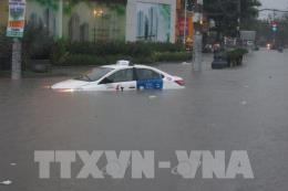 Tp. Hồ Chí Minh vẫn còn nhiều nơi ngập nặng, giao thông ùn tắc