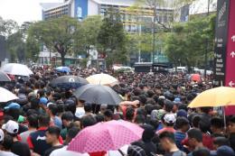 AFF Suzuki Cup 2018: Hàng nghìn CĐV Malaysia xếp hàng từ đêm mua vé