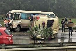 Xe khách đâm nhau trên cao tốc Nội Bài-Lào Cai làm 5 người bị thương