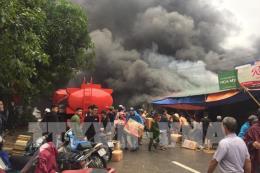 Nghệ An: Cháy lớn tại dãy nhà kho hàng hóa gần chợ Vinh
