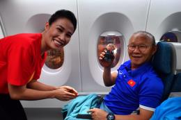 Đội tuyển Quốc gia Việt Nam về nước trên chuyến bay đặc biệt của Vietnam Airlines