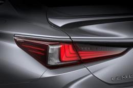 Lexus ES 250 có nhiều thay đổi đáng chú ý về Việt Nam giá 2,5 tỷ đồng