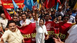 Ấn Độ: Hàng trăm triệu công nhân đình công đòi quyền lợi