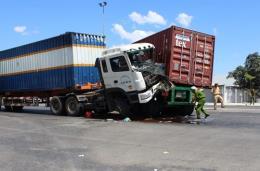 Quảng Trị: 2 xe container đâm nhau, một người tử vong