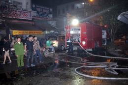 Cháy lớn tại chợ đầu mối Đông Hương (Thanh Hóa)