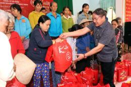 """Bình Định tổ chức Chương trình """"Xuân yêu thương"""" cho người nghèo"""
