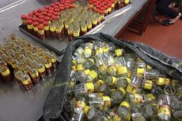 Tạm giữ gần 3.000 lọ sa tế giả tại một cơ sở sản xuất ở Hà Nội