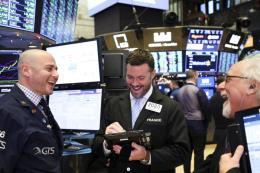 Chứng khoán Âu - Mỹ tăng điểm sau khi Fed công bố biên bản cuộc họp