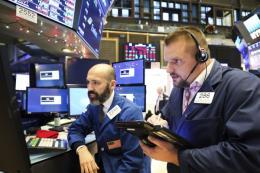 Thị trường chứng khoán toàn cầu lao dốc do cuộc chiến thương mại Mỹ-Trung leo thang