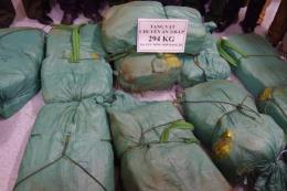 Bắt đối tượng người Lào vận chuyển trái phép 294 kg ma túy đá