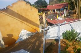 Dông lốc gây thiệt hại lớn cho người dân nhiều tỉnh phía Bắc