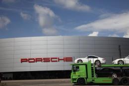Porsche đối mặt án phạt mới do bê bối khí thải