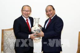 Thủ tướng Nguyễn Xuân Phúc tiếp HLV trưởng Park Hang Seo