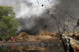 Hàng chục người mất tích sau vụ nổ đường ống dẫn dầu tại Nigeria