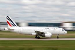 Động cơ trục trặc, máy bay chở hơn 500 hành khách phải hạ cánh khẩn cấp