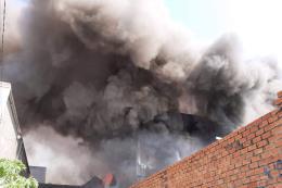Cháy lớn tại xưởng sản xuất đồ gỗ ở Bình Dương