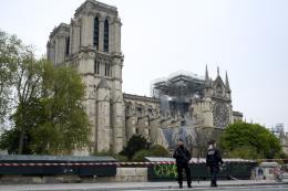 Nhà thờ Đức Bà Paris được xây bằng nhiều vật liệu