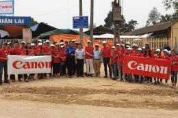 Canon Việt Nam tài trợ gần 150 km đèn đường cho 64 thôn, xóm