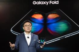 Cuộc chiến smartphone màn hình gập giữa Samsung và LG