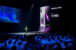 Samsung thu hồi toàn bộ máy Galaxy Fold dùng thử