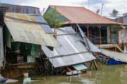 Bờ kè sông Ô Môn tiếp tục xảy ra sạt lở nghiêm trọng