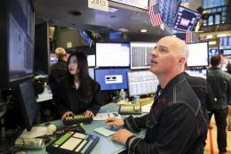 Chứng khoán toàn cầu biến động trái chiều trước cuộc họp của Fed
