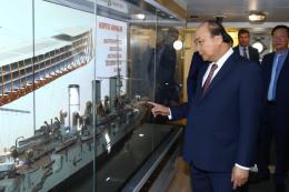 Thủ tướng Nguyễn Xuân Phúc thăm Chiến hạm Rạng Đông