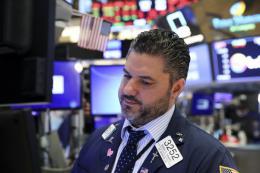 Lo ngại căng thẳng thương mại gia tăng, chứng khoán Mỹ tiếp tục giảm điểm