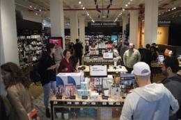 Doanh số bán lẻ của Mỹ tăng 3,4% so với cùng kỳ năm ngoái