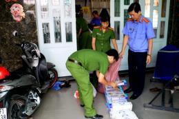 Bắt tạm giam hai đối tượng trong vụ vận chuyển trái phép 48.500 bao thuốc lá