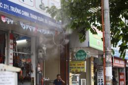 Nắng nóng 40 độ, người dân đổ xô đi mua đồ chống nóng