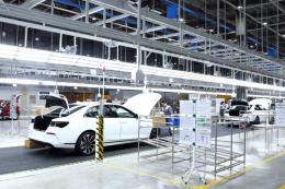 Vingroup chấp nhận thay đổi triển vọng ngắn hạn để đầu tư trọng điểm cho sản xuất ô tô